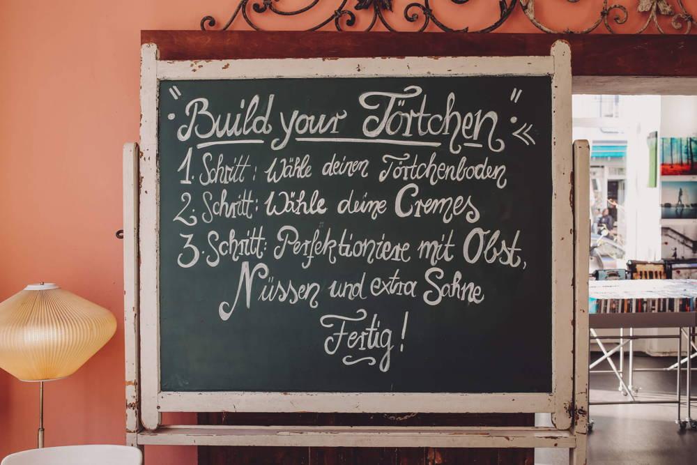 Törtchen bauen im Café Kastanientörtchen
