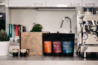 Probierpaket Espresso und die Bezzaro Espressomaschine