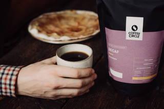 Decaf Kaffee und Kuchen