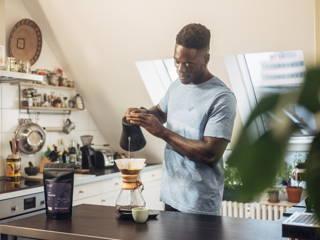 Mit der Chemex zu Hause Kaffee zubereiten.