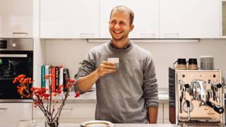 Moritz trinkt Kaffee