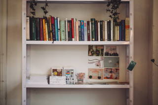 Bücher im Hom Café