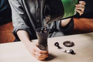 Limu Filterkaffee Bohnen frisch gemahlen in der Hario Mühle
