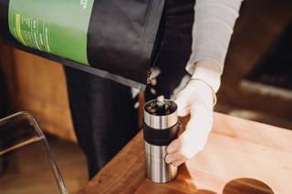 Limu Filterkaffee gemahlen in der Porlex Mühle