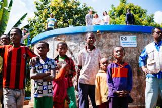 Von der Homecha Quelle fließt das Wasser über eine 13 km lange Leitung zuerst in zwei Wasserreservoirs und wird von dort aus in die jeweiligen Wasserkioske geleitet.