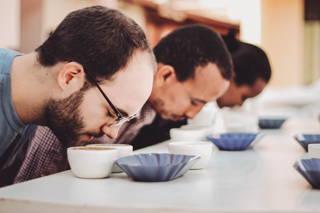 Cuppen neuer Kaffees in Äthiopien