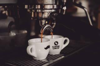 Espresso durchlaufen lassen
