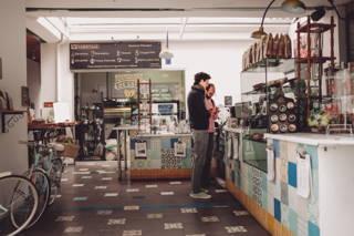Dieses Café sticht besonders durch seine außergewöhnlichen Einrichtung heraus