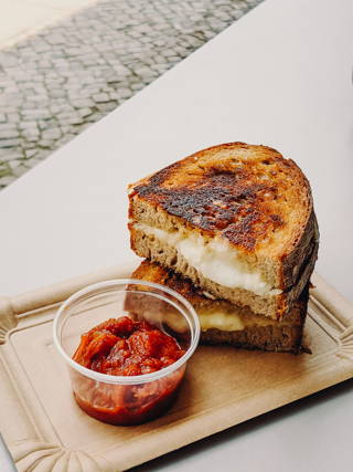 Grilled cheese café