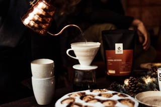 Weihnachtliches Kaffeebrühen