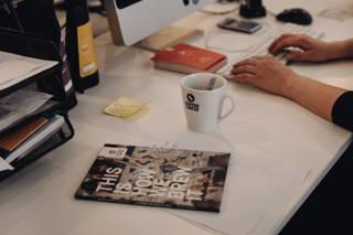 Kaffee hilft bei der Arbeit