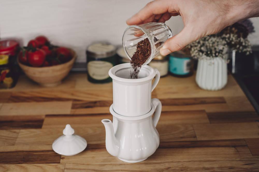 Pro Tasse Kaffee empfehlen wir 10g Kaffee.