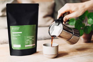 Kerecha Espresso mit dem Bialetti Espressokocher in einer Kinto Tasse