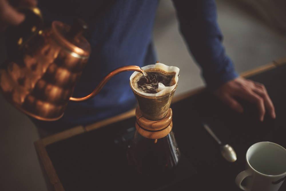 Manuelles Kaffee aufbrühen