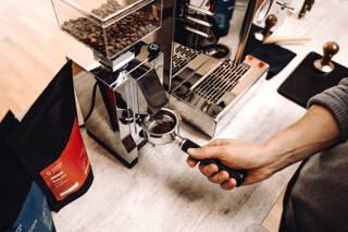 Espresso mahlen mit der Eureka Mignon Mühle