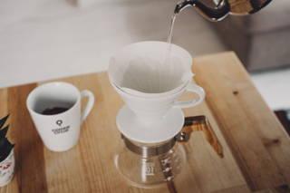 Kaffee im Hario Handfilter un der Coffee Circle Tasse