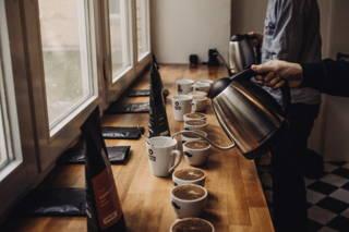 Wichtig: Den Kaffee 4 Minuten stehen lassen