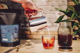 Karibu Filterkaffee als Cold Brew im Sommer aus dem Brew Jar