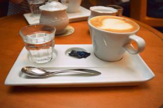 Cappuccino aus dem Kaffeefleck