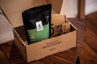 Das ist das 5 Cups Set mit Limu Kaffee und 5 Cups Tee
