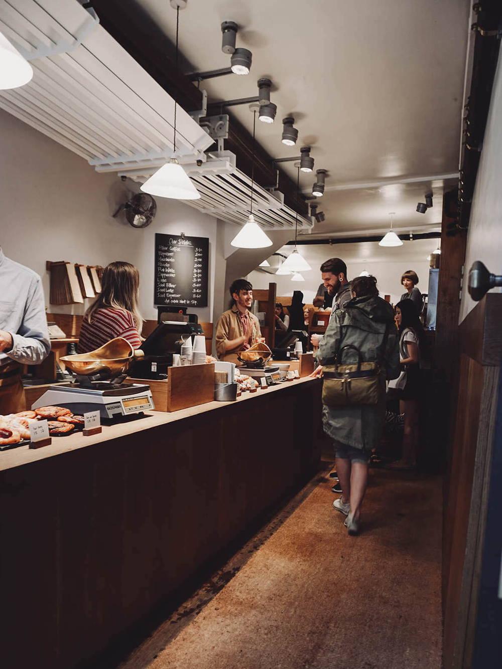 Theke im Monmouth Café