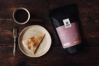 Apfelkuchen und entkoffeinierter Kaffee