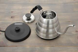 Formschöner Wasserkocher aus Edelstahl