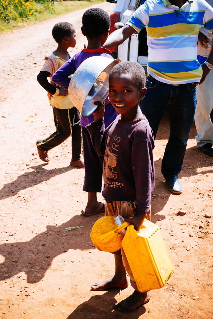 Aktuell kommen täglich zwischen 80 und 100 Menschen zu jedem Kiosk, um Wasser für ihre Familien zu holen.