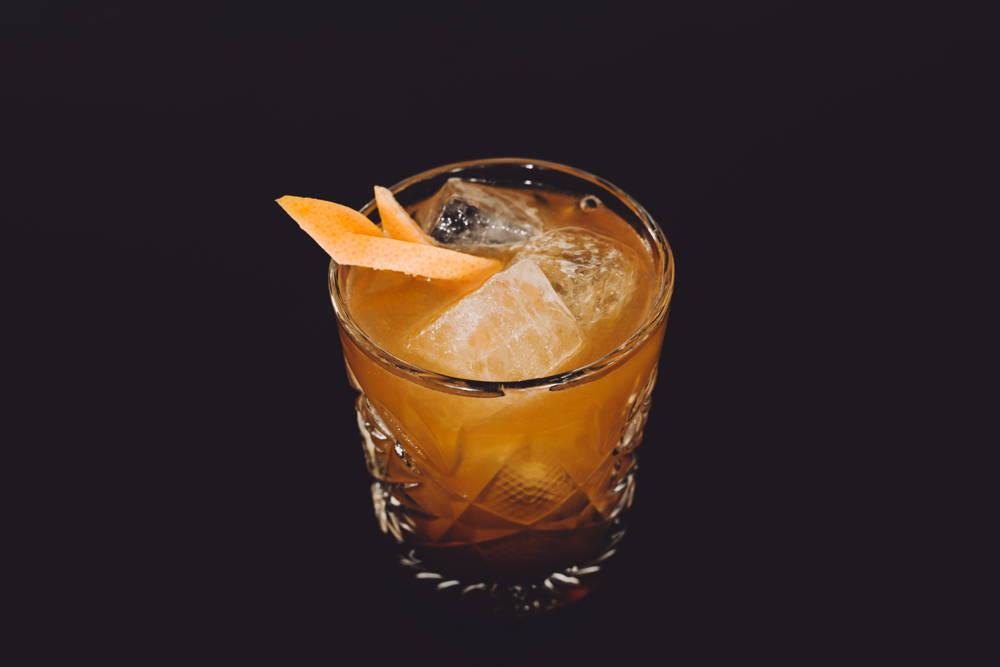 Rezept für einen Cocktail mit selbstgemachten Kaffeelikör