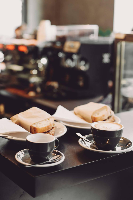 Sandwich und Kaffee