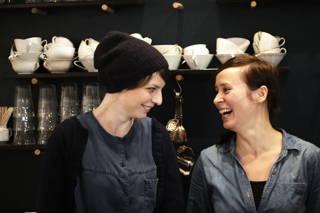 Im Café Brook's in Hamburg gibt es unseren richtig guten Kaffee zu trinken.