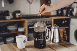 Mit der French Press Filterkaffee zubereiten
