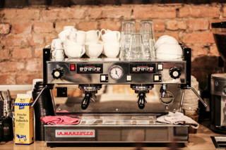 La Marzocco Espressomaschine im Café du Bonheur