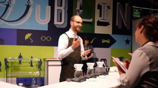 Hannes mit dem Hario v60 beim Brewers Cup in Dublin