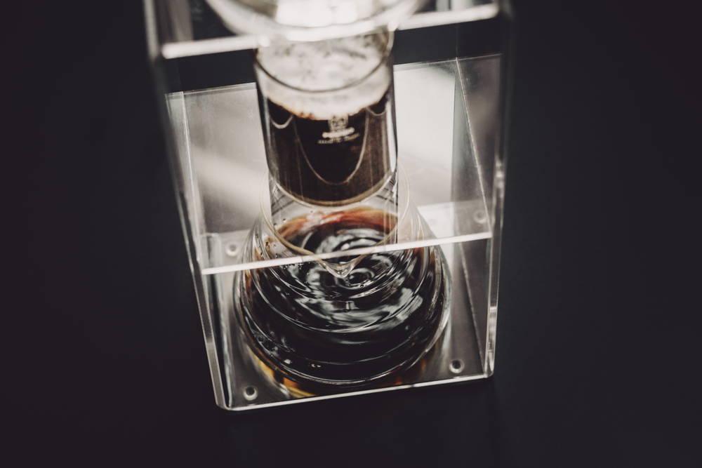 Leckerer Eiskaffee mit dem Water Dripper von Hario