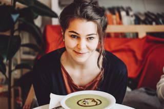 Ari isst Suppe