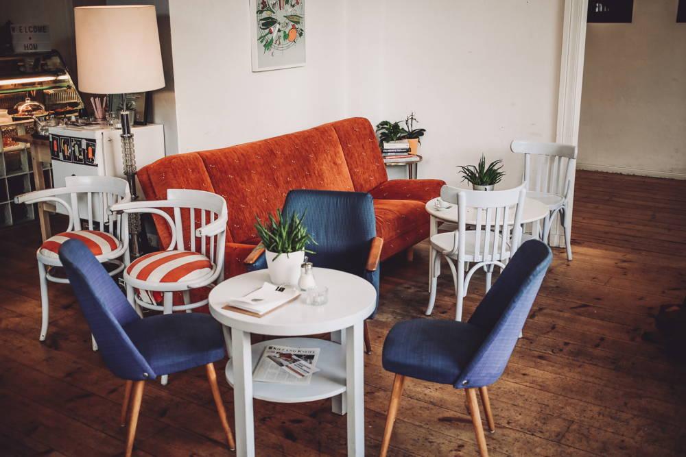 Hom Café Couch