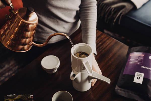 Entkoffeinierter Kaffee: Warum und wie geht das?