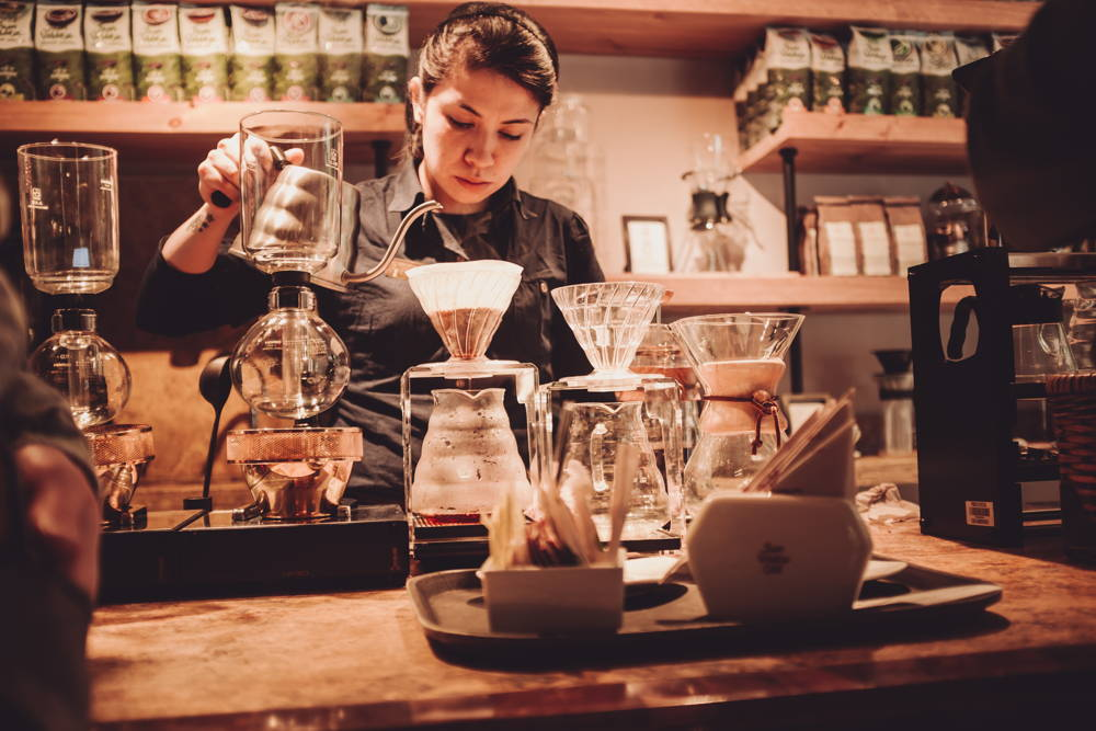 Das Café benutzt viele verschiedene Zubereiter