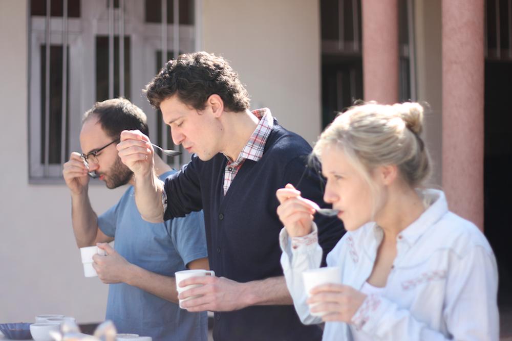 Wir cuppen verschiedenen Kaffee in Äthiopien