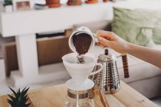 Wir empfehlen 30 g Kaffee für 480 ml Wasser.