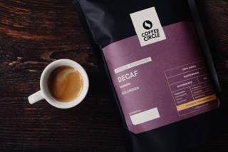Decaf Espresso Packung und Tasse